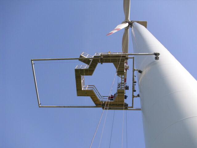 HADIKO WIND Rotorblattservice Windernergieanlagen Windkraft Service Servicetechniker Windkraftanlagen Windenergie Servicefirmen Servicefirma Wartung Arbeitsbühne von unten 2